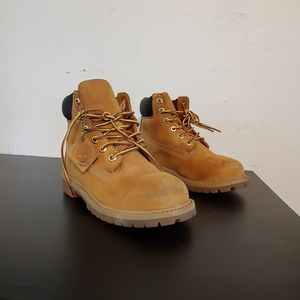 Pre-owned youth Timberland boots sz. 1